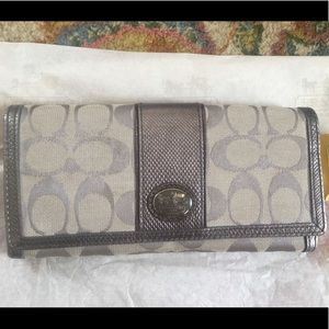 Authentic Coach wallet in excellent condition